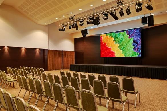 tecnologia- technology-Gran pantalla led en Protur Biomar Gran hotel & Spa, Sa Coma - Mallorca